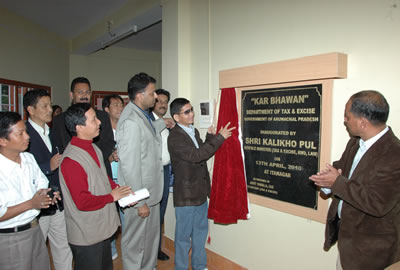 Shri Kalikho Pul, Hon'ble Minister (Tax & Excise) inaugurating the Kar Bhawan at Itanagar in presence of Shri Amit Singla, Commissioner(Taxation & Excise) and officials of the Department